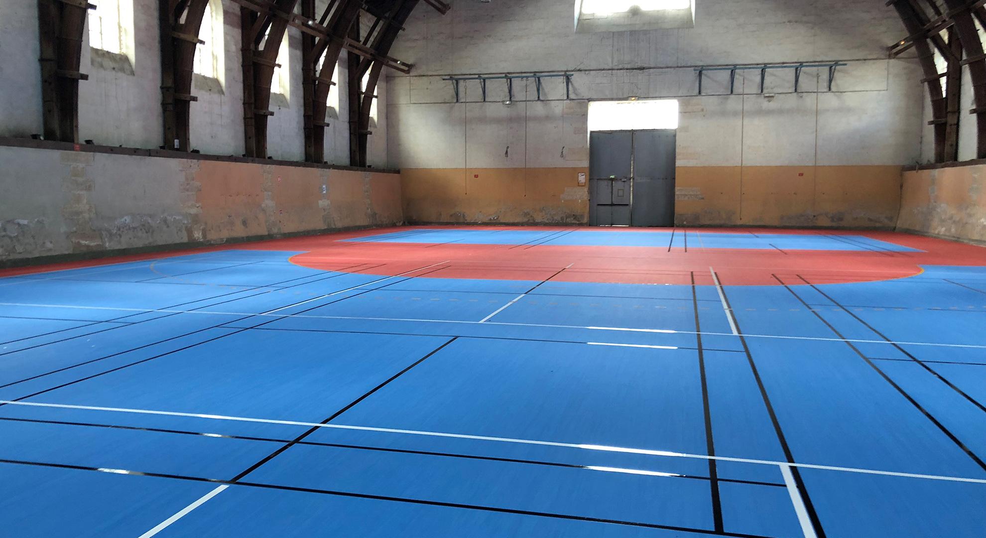 Terrain de sports indoor